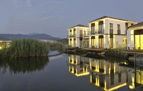 Jiva Beach Resort'ta 5 bin metrekarelik doğal göl keyfi!