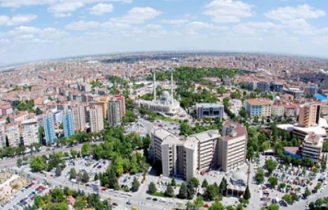 Konya'da risk taşıyan caminin minareleri yıkıldı!