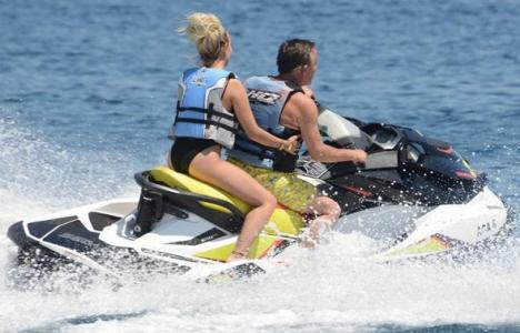 Ali Ağaoğlu sevgilisiyle jet ski'de!