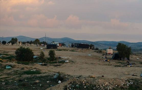 İsrail askerleri Batı Şeria'da Filistinlilere ait 6 dükkanı yıktı!