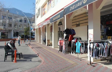 Antalya Kemer'de 249 esnaf kepenk kapattı!