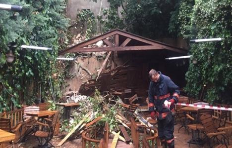Kadıköy'de metruk binanın duvarı çöktü: 3 yaralı!