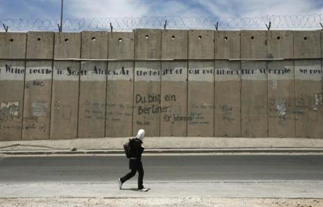 İsrail işgal duvarının 10 kilometresi tamamlandı!