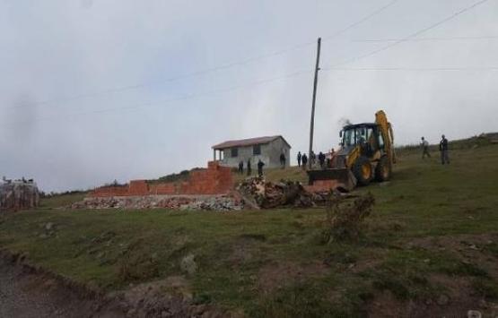 Perşembe Yaylası'ndaki kaçak yapılar yıkılıyor!