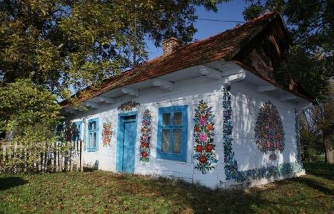 Polonya'da evlere çiçek çiziliyor!