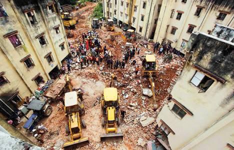Hindistan'da bina çöktü 11 kişi yaşamını yitirdi!