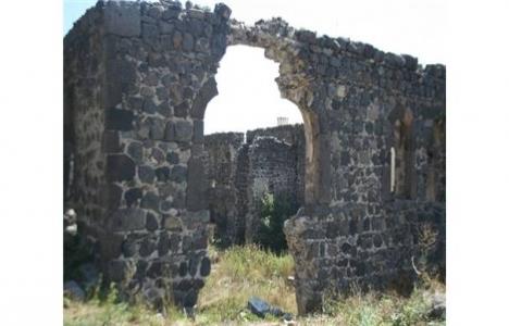 Kars Beylerbeyi Sarayı'nın önünü kapatan okul yıkıldı!