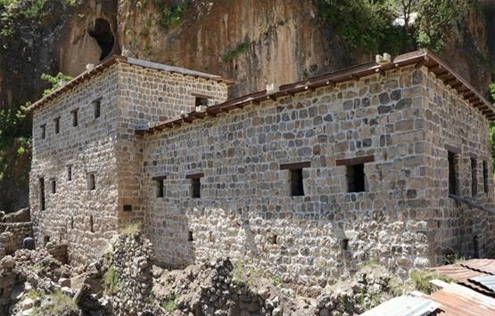 Çukurca'da 400 yıllık taş evler restore edildi!