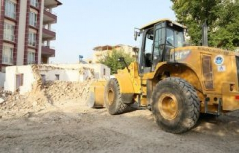 Malatya Battalgazi'de metruk binalar yıkılıyor!