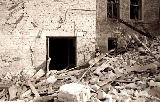 Bahçelievler'de hasar alan bina onarılıyor!