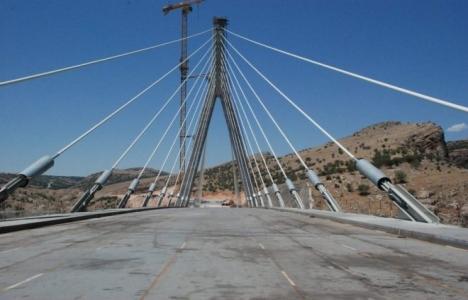 Nissibi Köprüsü'nde araç