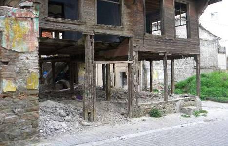 Tekirdağ'da tarihi evler kaderine terkedildi!