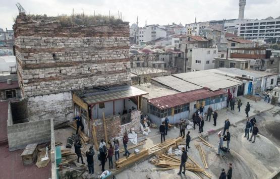 Tarihi İrene Kulesi'nin bitişiğindeki kaçak yapı yıkılıyor!