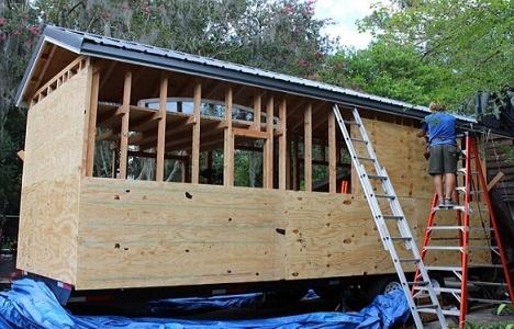 ABD'li üniversite öğrencisi 1.400 dolara kendi evini yaptı!