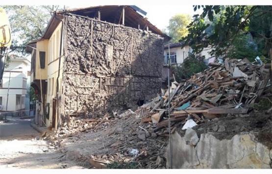Bursa Osmangazi'deki tehlikeli bina yıkıldı!