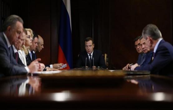 Rusya Başbakanı'ndan müteahhitleri