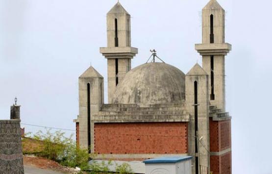 Trabzon'daki kiliseye benzeyen camide inşaat durdu!