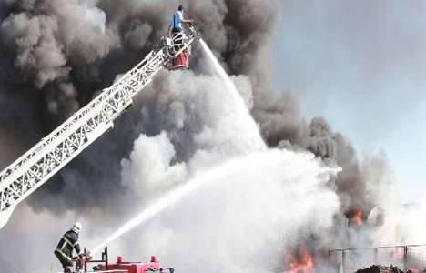 Kayseri'de bir mobilya fabrikasında yangın çıktı!