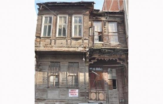 Lüleburgaz'da tarihi PTT binası kaderine terk edildi!