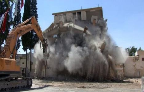 Şahinbey'de 3 katlı bina böyle yıkıldı!