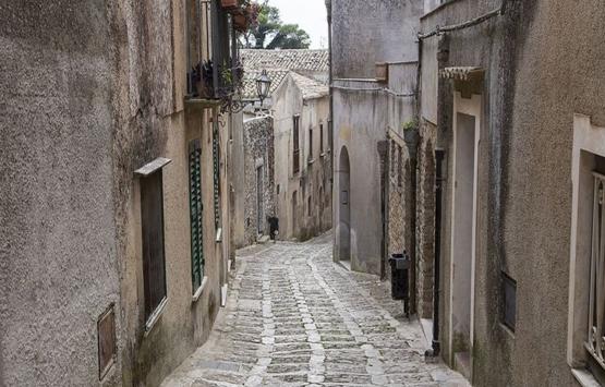 İtalya'da 1 Euro'dan satılan evlerin şaşırtan gerçeği!