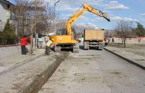 Erzincan'da içme suyu şebekesi yenileme çalışmaları devam ediyor!