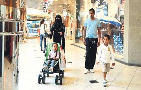 Arap turistler kesenin ağzını açtı!