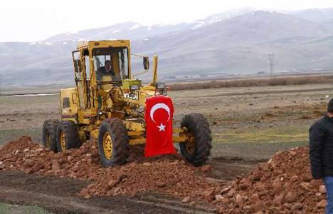 Seyfettin Azizoğlu: Ardahan'da asfaltı olmayan köy yolu kalmayacak!