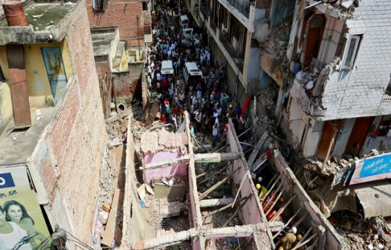Hindistan'da bina çöktü: