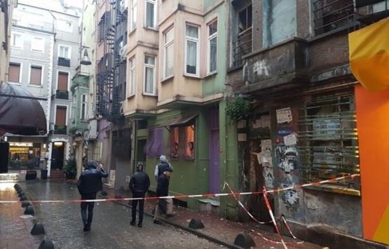 Beyoğlu'nda Manukyan'a ait tarihi binada çökme!