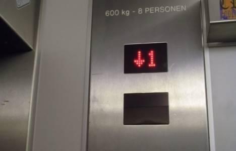 Etiketi olmayan asansöre binmeyin!