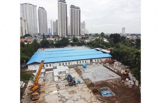 Endonezya'da futbol sahası hastaneye dönüştürülüyor!