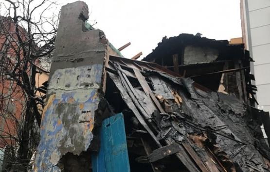 Şişli'de gecekondunun çatısı