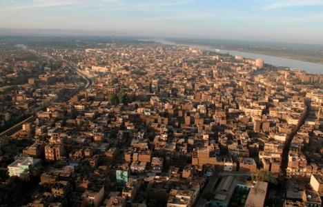 Sudan Hartum'daki evler yıkıldı!