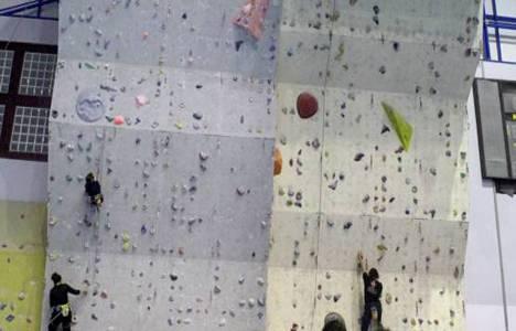 Bölgenin tek sportif tırmanma duvarı Çukurova Üniversitesi'nde!