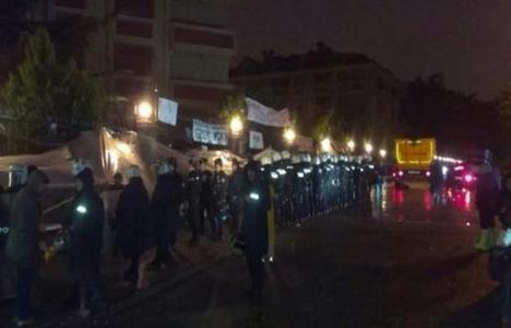 Validebağ'da mahallelinin nöbeti sürüyor! Polisin de...