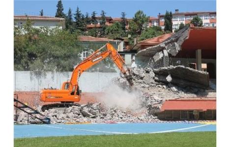 Kemal Köksal Stadyumu'nda yıkım sürüyor!