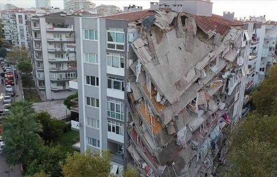 İzmir Narlıdere'de depremden hasar gören bina için acil tahliye kararı!