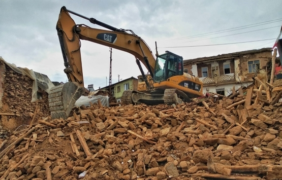 Malatya'da ağır hasarlı evler yıkılıyor!