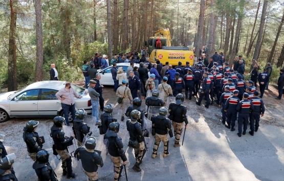 Muğla'da kaçak istinat duvarı iş makinesiyle yıkıldı!