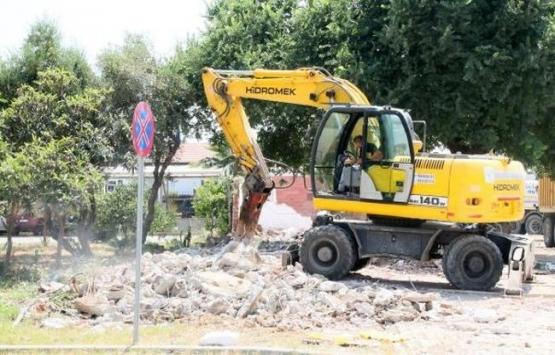 Manavgat'ta 4 iş yeri yıkıldı!