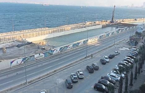 İzmir Konak'ta inşa edilen alt geçit deniz suyuyla doldu!