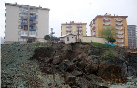 Giresun'da heyelan nedeniyle 6 katlı bina boşaltıldı!