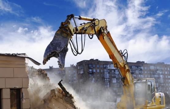 Bahçelievler'de bina yıkımı sırasında çökme meydana geldi!