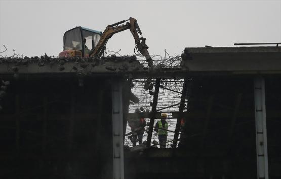 AKM'nin çatısı yıkılıyor!