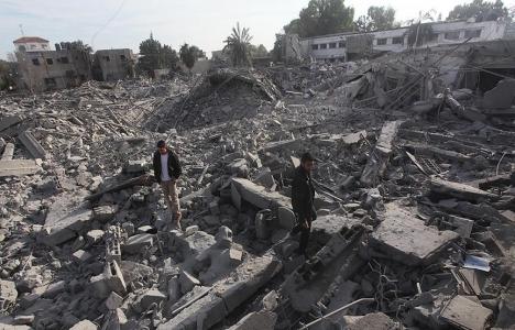 Filistinliler Gazze'nin yeniden imar edilmeyişini protesto etti!