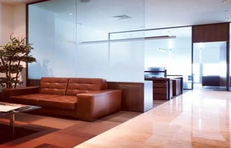 Ofislerdeki klasik döşemenin yerini doğal taş aldı!