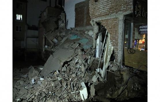 Uşak'ta iki katlı bina çöktü!