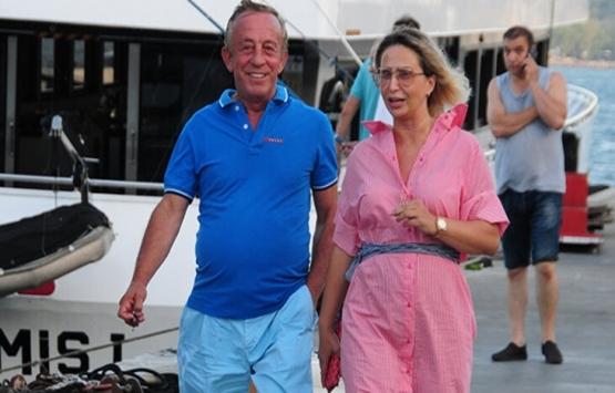 Ali Ağaoğlu eski eşi ile yürüyüş yaptı!