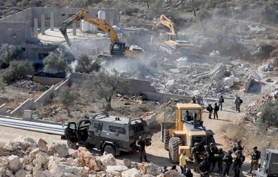 İsrail evlerini yıktığı Filistinlileri sığındıkları mağaralarda da rahatsız ediyor!